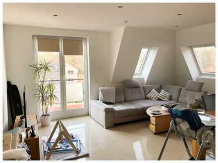 Moderne 2 Zimmer Dachgeschosswohnung mit großen Balkon