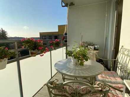 Geschmackvolle Wohnung mit vier Zimmern sowie Balkon und EBK in Heusenstamm