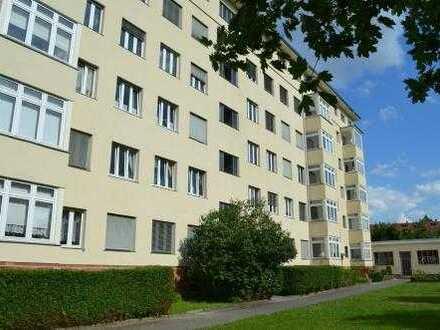 Teilsanierte Wohnung in Leipzig-Marienbrunn !