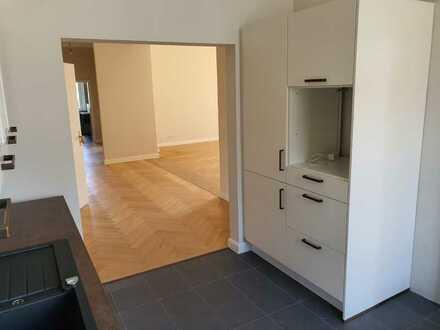 Erstbezug nach Sanierung: attraktive 5-Zimmer-Wohnung mit EBK und Balkon in Kaufbeuren