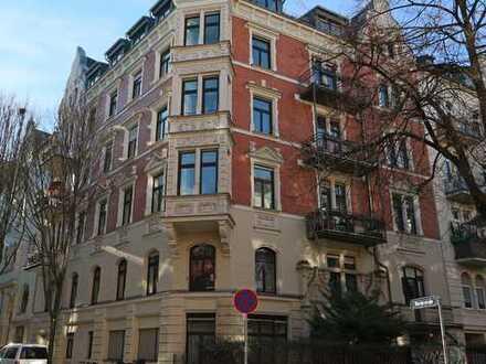 Helle, stilvolle 3 Zimmer Altbauwohnung in sanierten Objekt, zentrale, ruhige Lage!