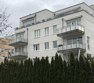 Westend Nord: Moderne luxuriöse Penthousewohnung mit großer Dachterrasse