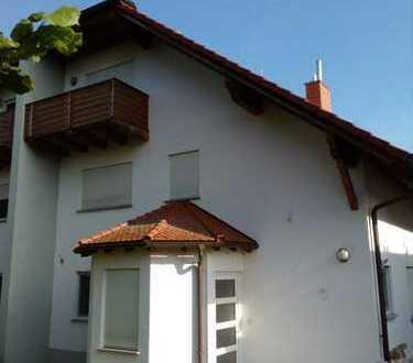 Schöne sieben Zimmer Wohnung in Darmstadt-Dieburg (Kreis), Groß-Umstadt/OT Klein-Umstadt