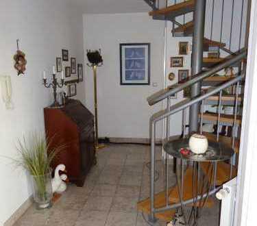 Helle 4 Zi-Maisonette-Wohnung, Dach-Terrasse, 1 TG., EBK, Hausmeisterservice
