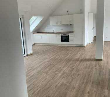 JA, zur großzügig geschnittenen Neubau Mietwohnung mit toller Dachterrasse in Solingen-Ohligs!