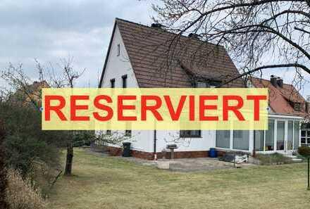 RESERVIERT! Renovierungsb. EFH mit perfekt geschnittenem, 663 m2 gr. u. ruhig gelegenem Grundstück