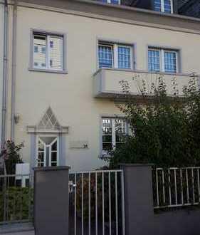 Top sanierte 2,5 ZKB Wohnung mit Balkon und zusätzlichem Dachstudio in bester Lage