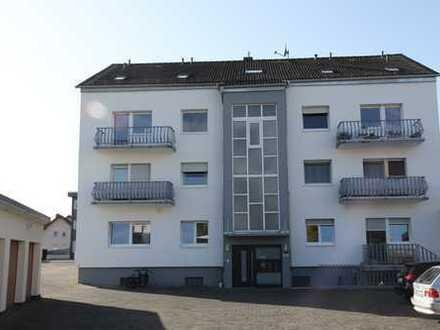 Helle Vier-Zimmerwohnung mit 2 Balkonen, Keller und Garage in zentraler Lage in Altenhaßlau