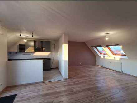 Lichtdurchflutete klimatisierte DG-Wohnung - 3 Zimmer,EBK, neu sanierte Bäder, Balkon in Maudach