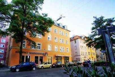 Altbaucharme mit Kamin in Alt-Schwabing nahe Elisabethmarkt: Zauberhaftes 4-Zi- Wohnjuwel mit Balkon