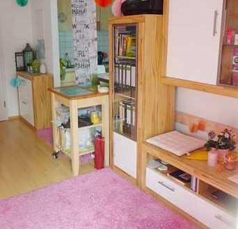 Schickes 1-Zimmer-Apartment mit Balkon und Stellplatz in kleiner Einheit für Kapitalanleger