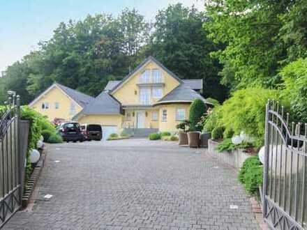 Repräsentativer Luxus nahe Frankfurt: Elegante Villa mit hochwertiger Ausstattung im Weinbaugebiet
