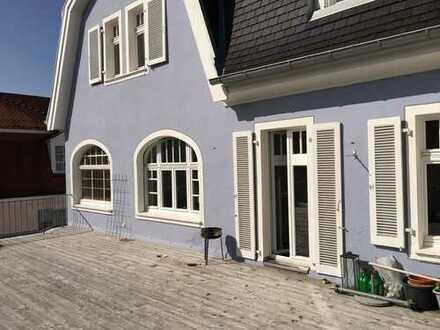Sanierte 5-Zimmer-Wohnung mit großem Balkon und EBK für max. 3 Personen