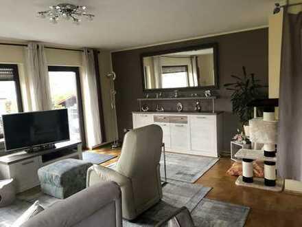 Attraktive 4-Zimmer-Wohnung/Doppelhaushälfte mit Balkon in Bretten