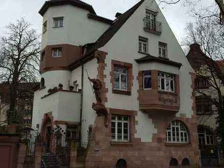**Einmalige Gelegenheit** 4 Zimmer Wohnung in historischem Anwesen in Bestlage mit 4% Mietrendite