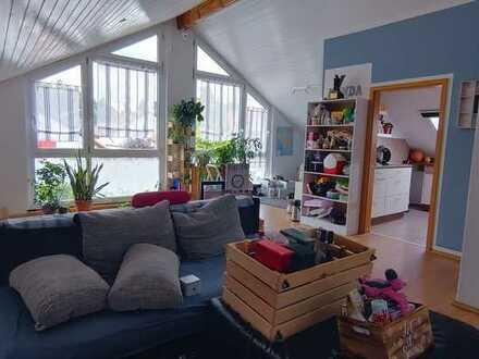 Erstbezug nach energetischer Sanierung: Große, helle 3-Zimmer-Wohnung mit Einbauküche in Kuchen