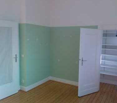 3-Zimmer Altbau Wohnung, Wohnküche, Diele, Bad mit Balkon in Krefeld