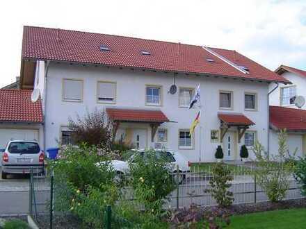 Gehobenes Reiheneckhaus mit Garten und Garage in ruhiger Neubau-Siedlung