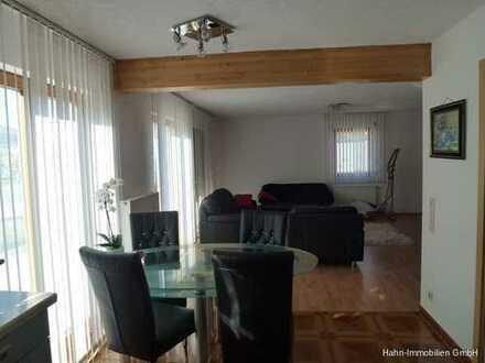 Sehr moderne helle 4-Zimmer-Wohnung mit Erdterrasse und Carport!