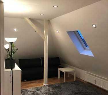 Single Wohnung im DG mit offenem Wohnbereich inkl.Einbauküche,auf Wunsch eigener Garten