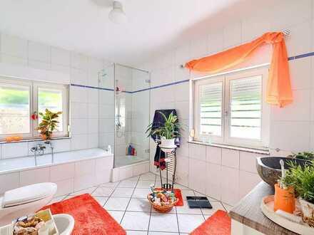 Großzügige 5-Zimmer Wohnung mit Wintergarten/Terrasse und 1200 m² Garten- sowie Carportnutzung im Gr