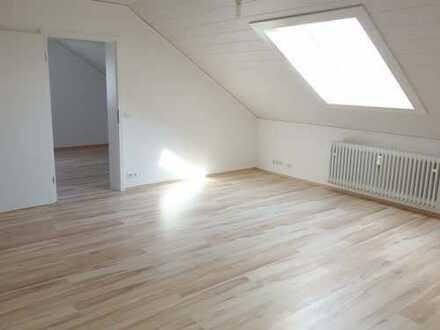 Neu renovierte 5 Zimmer Dachgeschoßwohnung ohne Balkon aber mit großer Hoffläche!