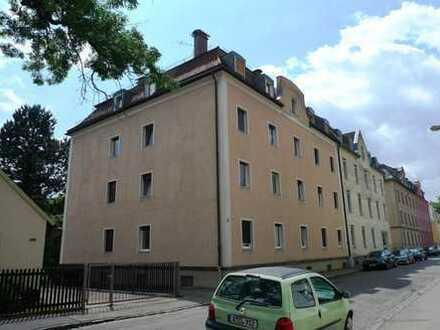 Schöne Zwei-Zimmer-Wohnung in ruhiger und sehr zentraler Lage samt Blick auf die Wertach