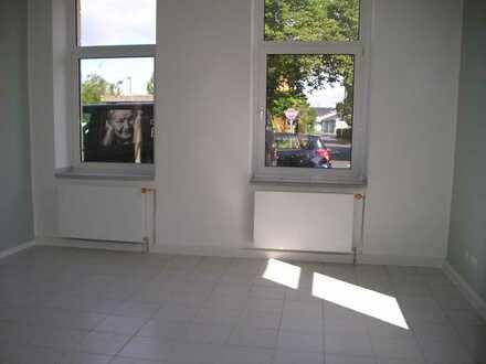 Ladenlokal/Büro in Niederdollendorf neben der Kreissparkasse mit Außenfläche