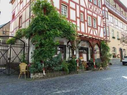 Repräsentatives Fachwerkhaus mit Restaurant und 4 WE in zentraler Altstadtlage unweit des Rheins