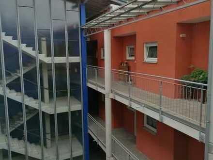 Hartha: 1-Raum EG-wohnung mit Balkon und TG (auf Wunsch)