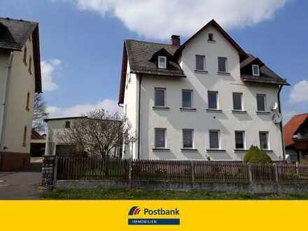 Mehrfamilienhaus mit Nebengebäuden in Arzberg
