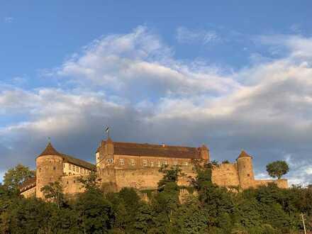 Attraktive und familienfreundliche Maisonette-Wohnung mit Ausblick auf Burg Stettenfels