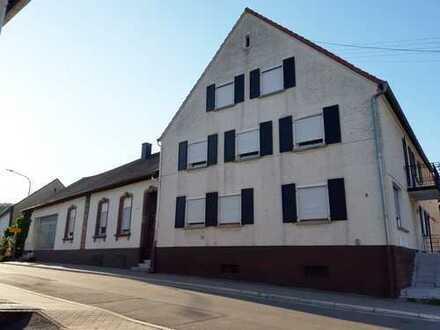 Großzügiges Anwesen mit tollem Innenhof - Perfekt auch als Mehrgenerationenhaus