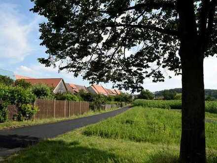 Wohnhaus mit denkmalgeschützter Scheuer und Garten