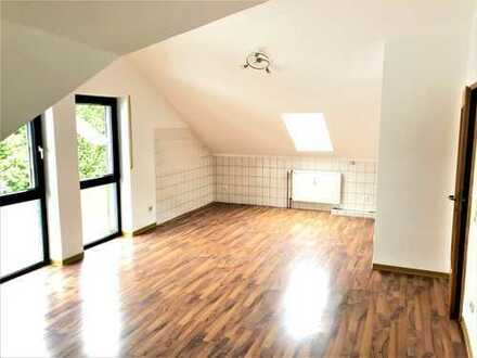 bezugsfreie helle 2,5-Zi.-DG-Whg. mit Westbalkon und Garage in 6-Familienhaus