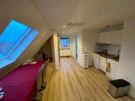 Moderne 2,5 Zimmer Dachgeschosswohnung in Eningen