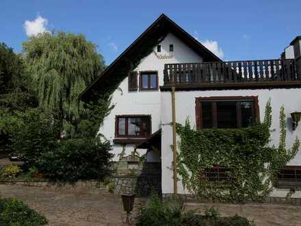 NUR von/an PRIVAT: Freistehendes Wohnhaus in ruhiger Randlage von Wiesbaden-Auringen