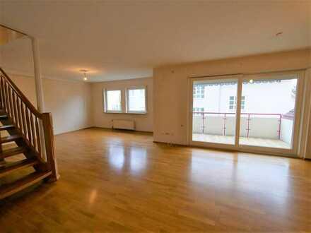 Neu renovierte grosszügige 4,5 Zimmer-Maisonetten-Wohnung mit 2 TG-Stellplätzen!
