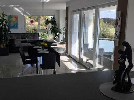 Freundliche 4-Zimmer-Wohnung mit Balkon und Einbauküche in Dresden
