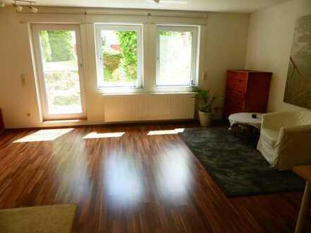 Sehr schöne, ruhige und ebenerdige 1,5 Zimmer-Wohnung mit kleiner Terrasse,