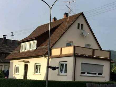 Freistehendes, schön geschnittenes 1-2-Familienhaus in toller Lage.