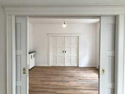 Stilvoll modernisierte 5-Zimmer-Altbauwohnung mit Balkon am Alleengürtel Aschaffenburg