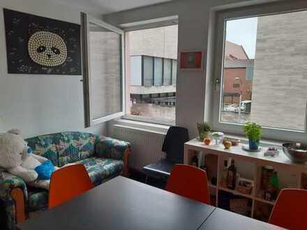 Zentrales, möbliertes Zimmer in Studenten-WG