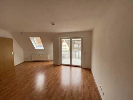 Modernisierte 1-Zimmer-DG-Wohnung mit Balkon und EBK in Schramberg