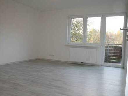 Erstbezug nach Sanierung! 3- Zimmer- Wohnung mit sonnigem Balkon!