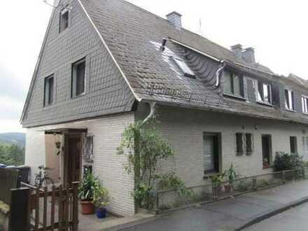 In zentraler Wohnlage, dennoch ruhig und mit Garten - Haus befristet zu vermieten