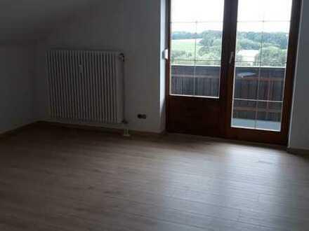 Vollständig renovierte Dachgeschosswohnung mit zwei Zimmern und Balkon in Eggenfelden