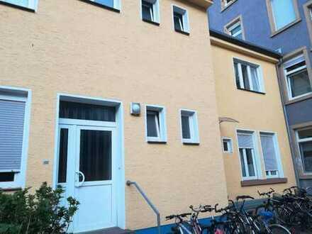 Möbliertes WG Zimmer BESTE Lage in der Nähe von Ettlinger Tor AB MAI
