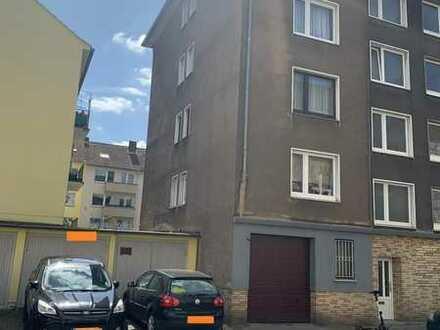 Solides 5-Fam.-Haus mit Balkone und 3 Garagen - Baujahr 1960!