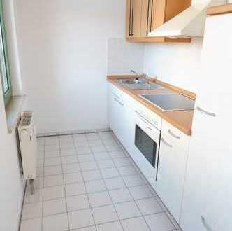 TOP Wohnung mit EBK / Laminat / Bad mit Wanne und Carport !
